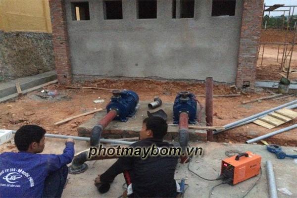 cuong-thinh-vuong-thi-cong-sua-may-bom-cong-nghiep-tai-ho-dai-lai-vinh-phuc